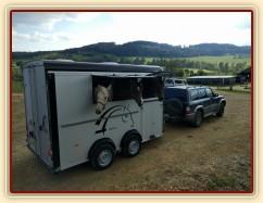 Zobrazit (jedna fotka) Náš přepravník a auto:-)