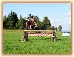 Září 2010, trénink skákání doma v Čeleticích, oxer 120cm
