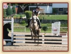 Parkury Klatovy, pony Alpinhorse Midnight Princess se svou jezdkyní Michaelou Haderkovou (obě u nás byly přes rok ve výcviku)
