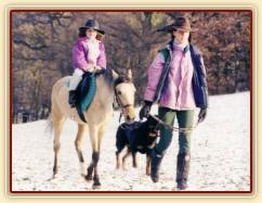 Greisy s Radkou a Adélou v Karlštejně krátce potom, co jsme ji koupili. Radka v té době teprve začínala jezdit.