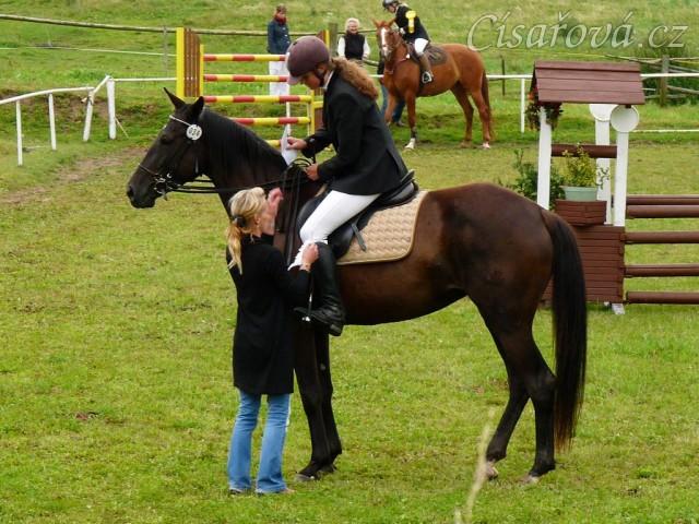 Arwen při dekorování parkuru stupně ZM, 2. místo, Bernartice 30.7.2011