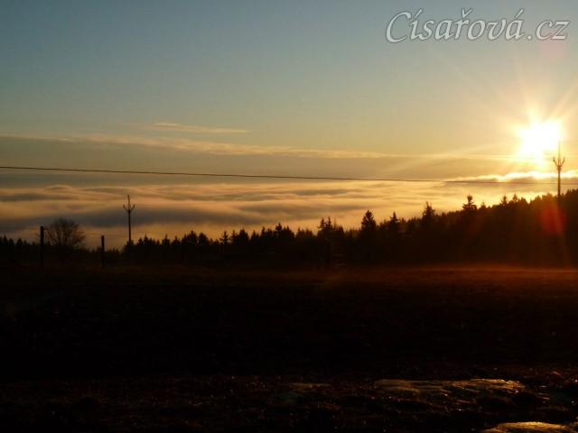 10.3.2012 - Konečně začíná jaro, brzké ráno, koně u senáže
