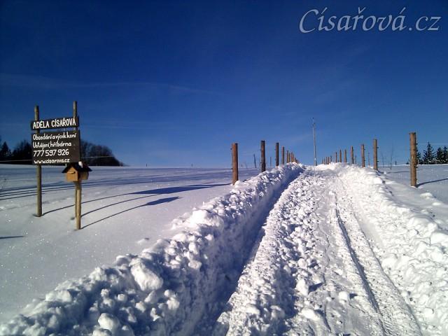 Údržba příjezdové cesty v zimě, je propluženo:-)